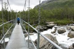 Markus auf der Brücke über den Šiellajohka,©Markus Proske—Panasonic DMC-LX100, 28mm, 1/200s, Blende 5, ISO 200