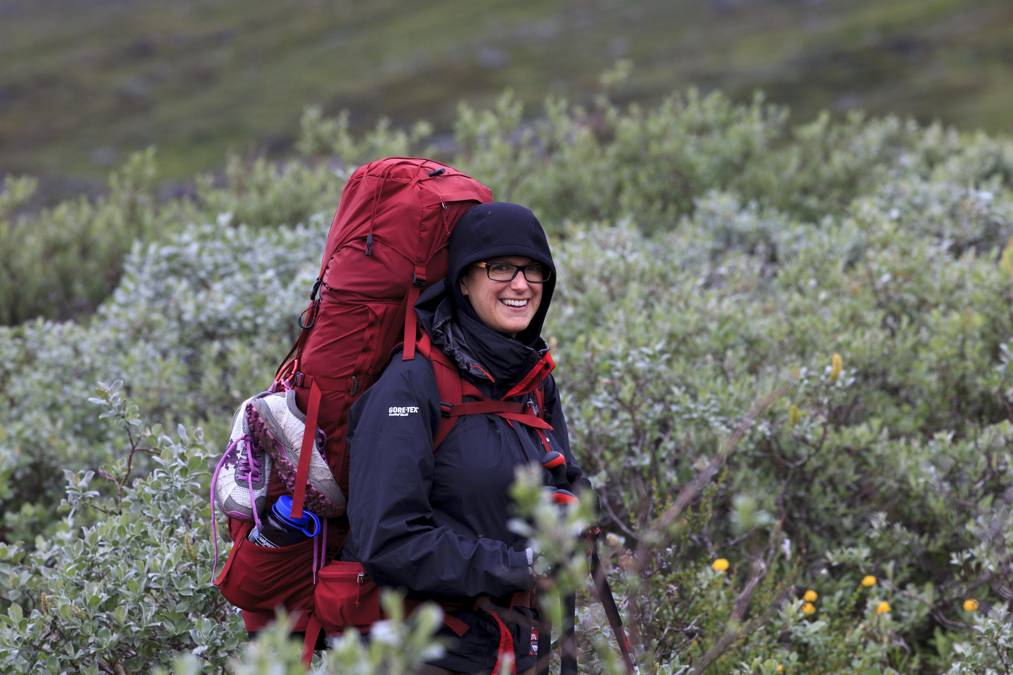 Elisabeth im Weidengestrüpp (zum Glück führt ein schmaler Pfad durch),©Markus Proske—Canon EOS 5D Mark II, EF70-300mm f/4-5.6L IS USM, 300mm, 1/125s, Blende 8, ISO 250