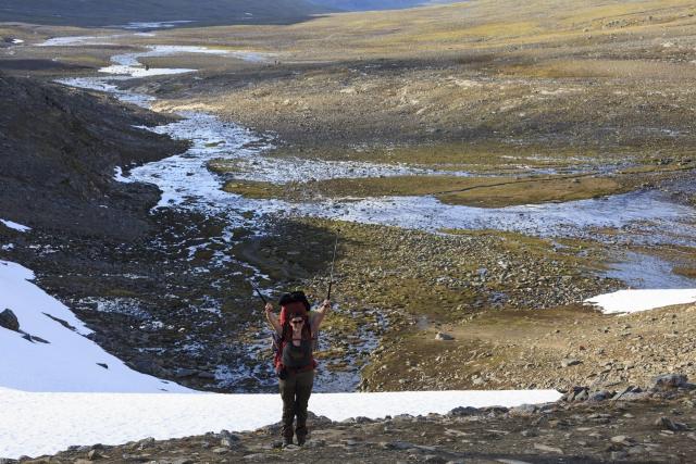 Elisabeth auf dem letzten Anstieg zum Pass,©Markus Proske—Canon EOS 5D Mark II, EF70-300mm f/4-5.6L IS USM, 70mm, 1/400s, Blende 8, ISO 200