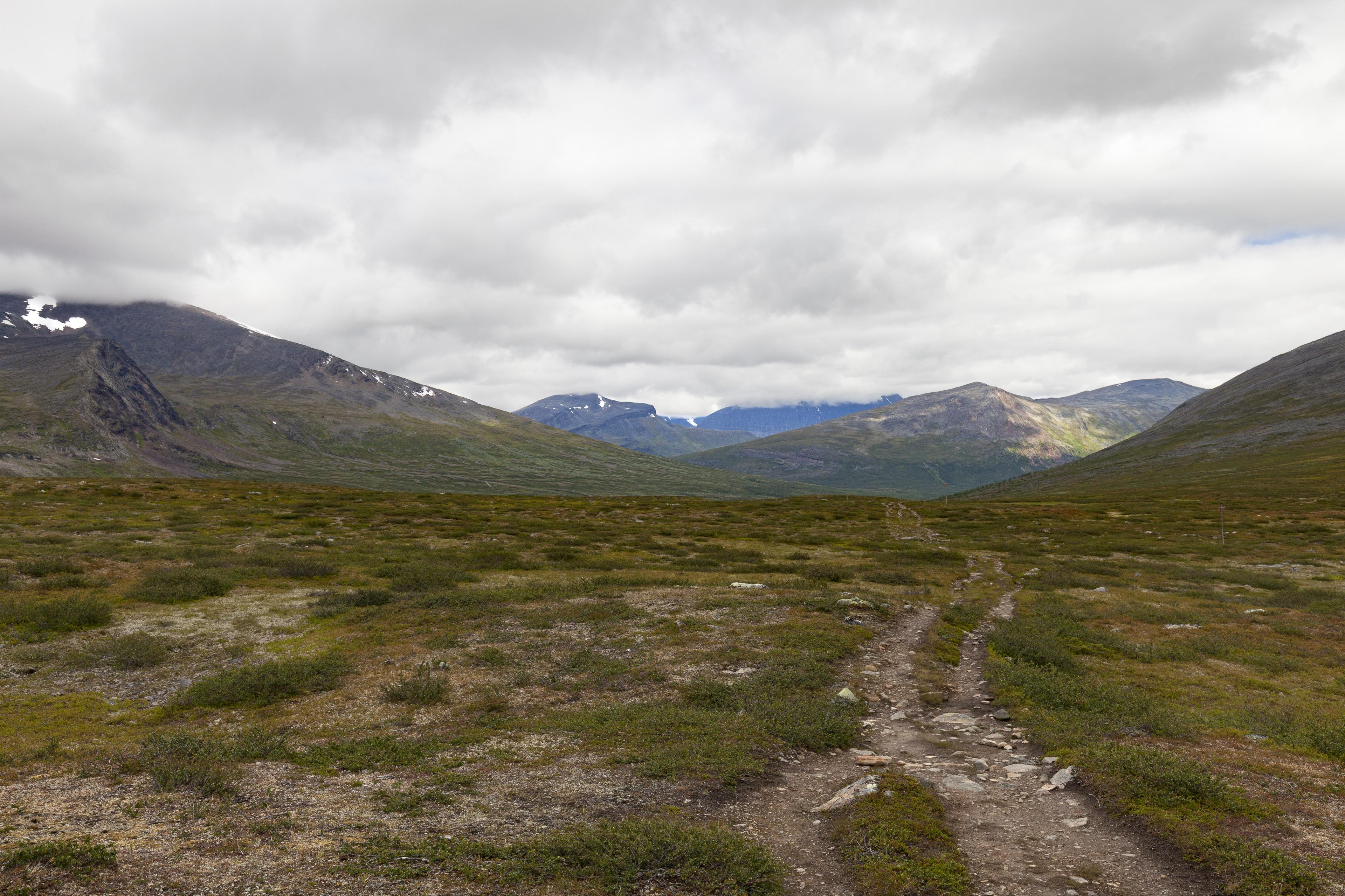 Blick zurück in Richtung Kaitumjaure,©Markus Proske—Canon EOS 5D Mark II, EF16-35mm f/4L IS USM, 28mm, 1/100s, Blende 11, ISO 200