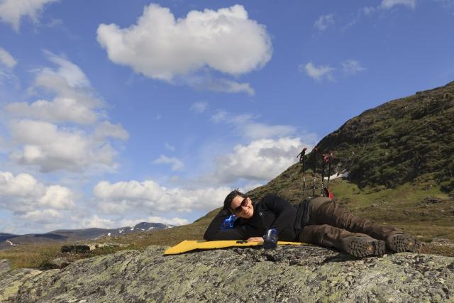 Elisabeth bei der Mittagspause im Alisvággi,©Markus Proske—Canon EOS 5D Mark II, EF16-35mm f/4L IS USM, 35mm, 1/400s, Blende 8, ISO 200