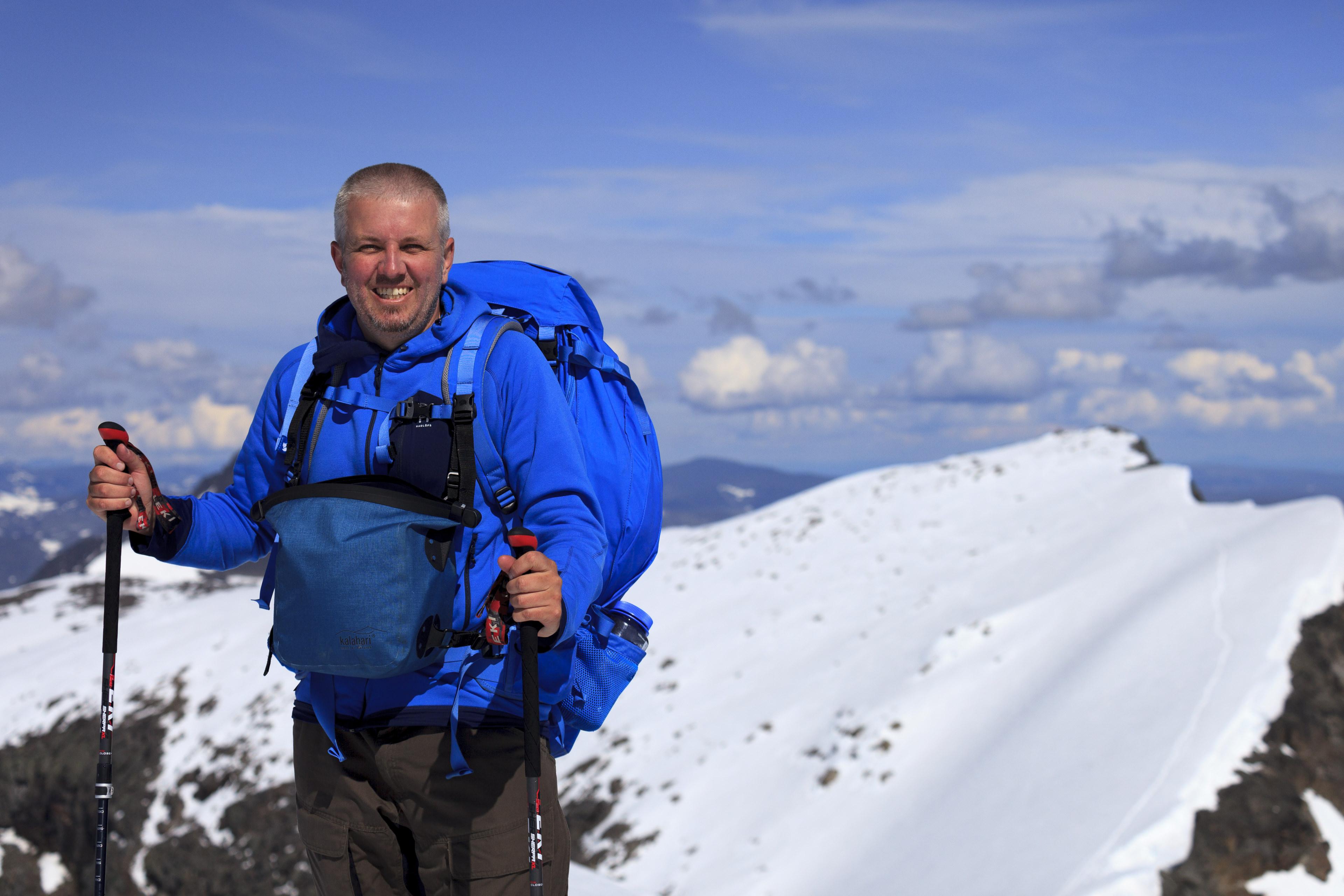 Markus am Kebnekaise Sydtoppen (2102m), im Hintergrund der Nordtoppen (2096m),©Markus Proske—Canon EOS 5D Mark II, EF70-300mm f/4-5.6L IS USM, 70mm, 1/1600s, Blende 5.6, ISO 200