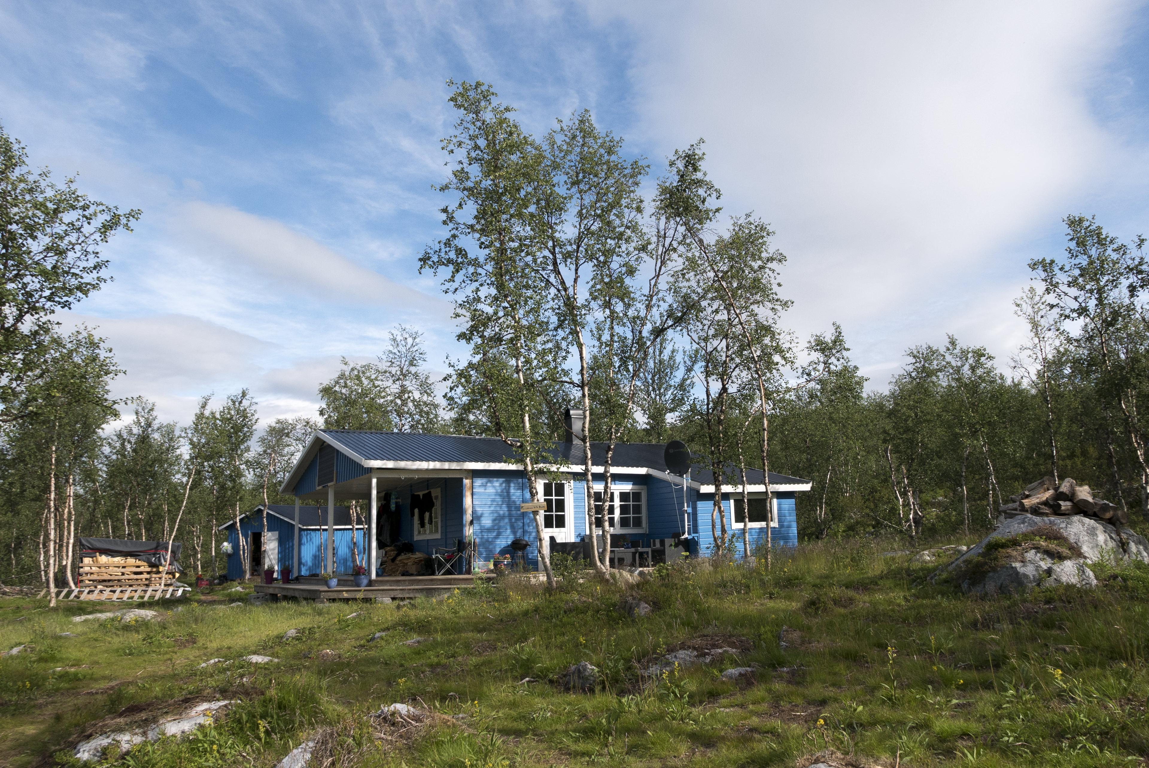 Haus der freundlichen Sami, die uns mit dem Motorboot übersetzen,©Markus Proske—Panasonic DMC-LX100, 24mm, 1/800s, Blende 5.6, ISO 200