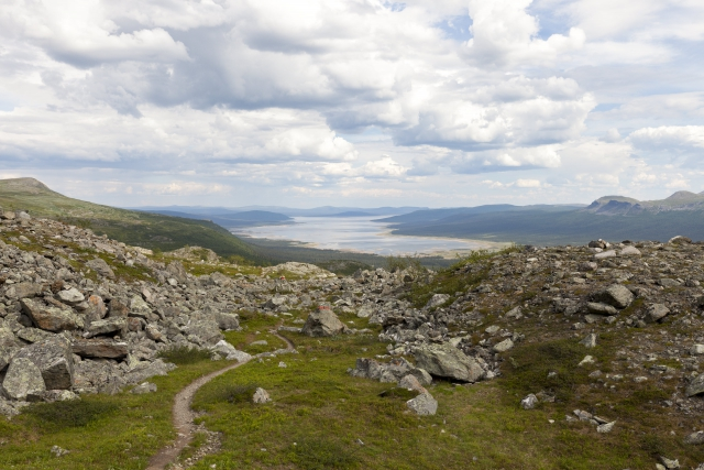 Blick zurück auf den See Tjaktjajaure,©Markus Proske—Canon EOS 5D Mark II, EF16-35mm f/4L IS USM, 35mm, 1/80s, Blende 11, ISO 200