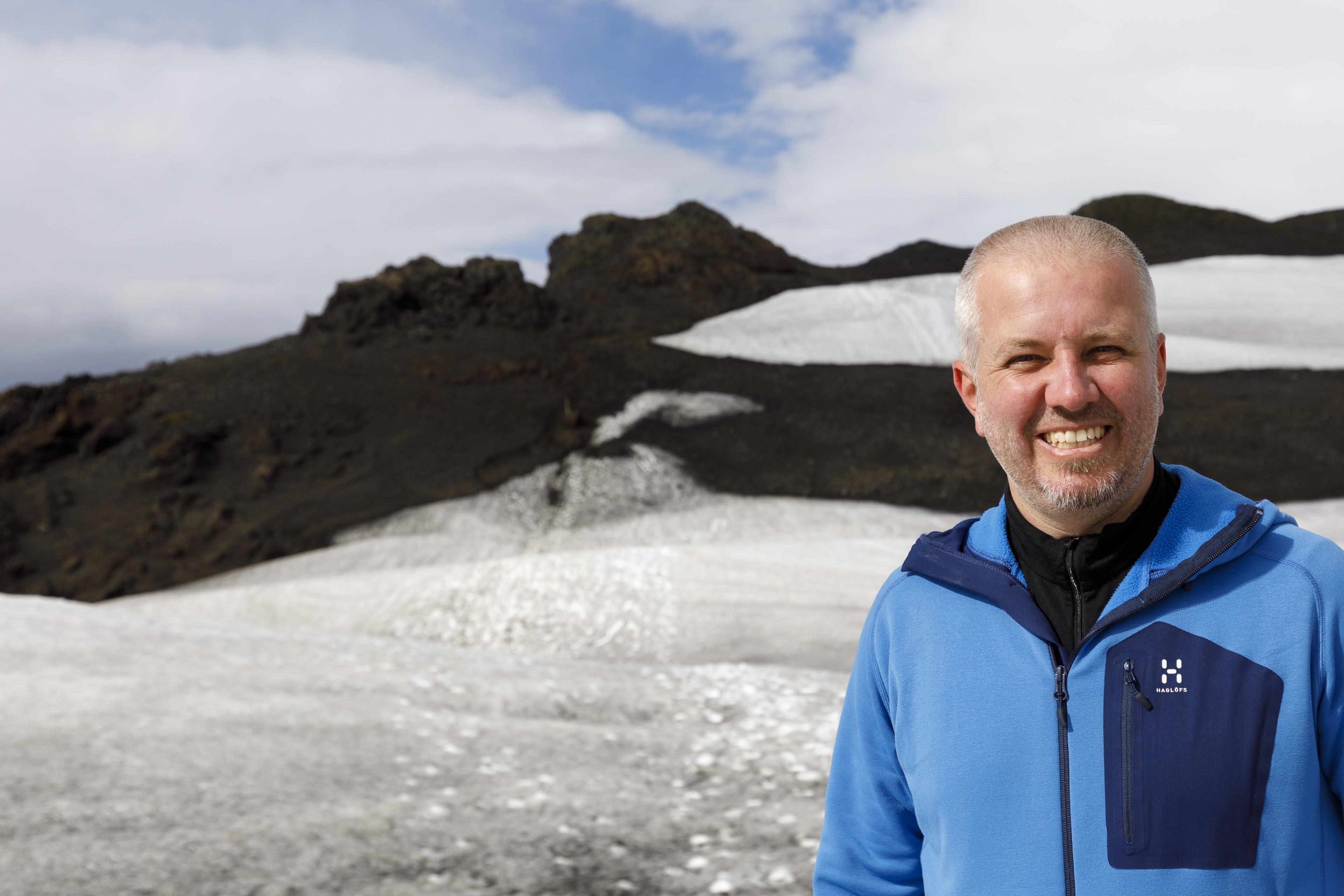 Markus beim Abstieg von der Fimmvörðuskáli,©Markus Proske—Canon EOS 5D Mark IV, EF16-35mm f/4L IS USM, 33mm, 1/2000s, Blende 5.6, ISO 200