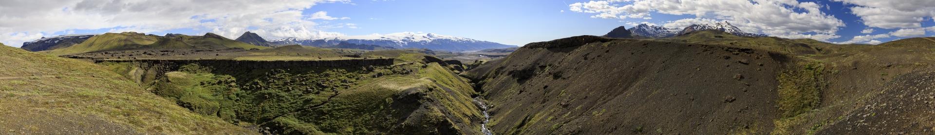 Die Schlucht Bjórgil, Markarfljót und Tröllagjá, dahinter der Eyjafjallajökull