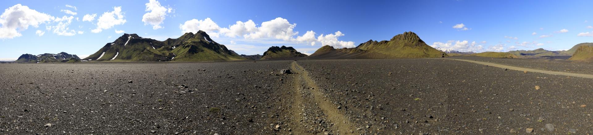 Mælifellssandur mit Smáfjallarani und Útigönguhöfðar, im Hintergrund der Mýrdalsjökull und der Eyjafjallajökull