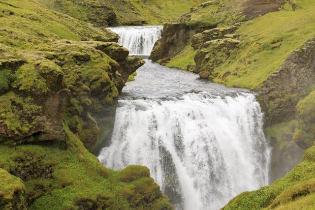 Wasserfall der Skógá,©Markus Proske—Canon EOS 5D Mark IV, EF70-300mm f/4-5.6L IS USM, 70mm, 1/320s, Blende 8, ISO 200