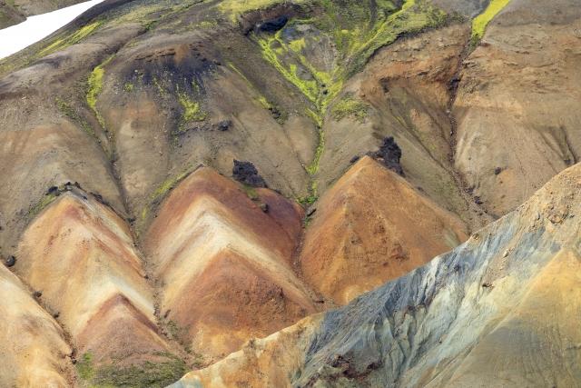 Details der Rhyolithberge rund um die Brennisteinsalda,©Markus Proske—Canon EOS 5D Mark IV, EF70-300mm f/4-5.6L IS USM, 300mm, 1/320s, Blende 8, ISO 200
