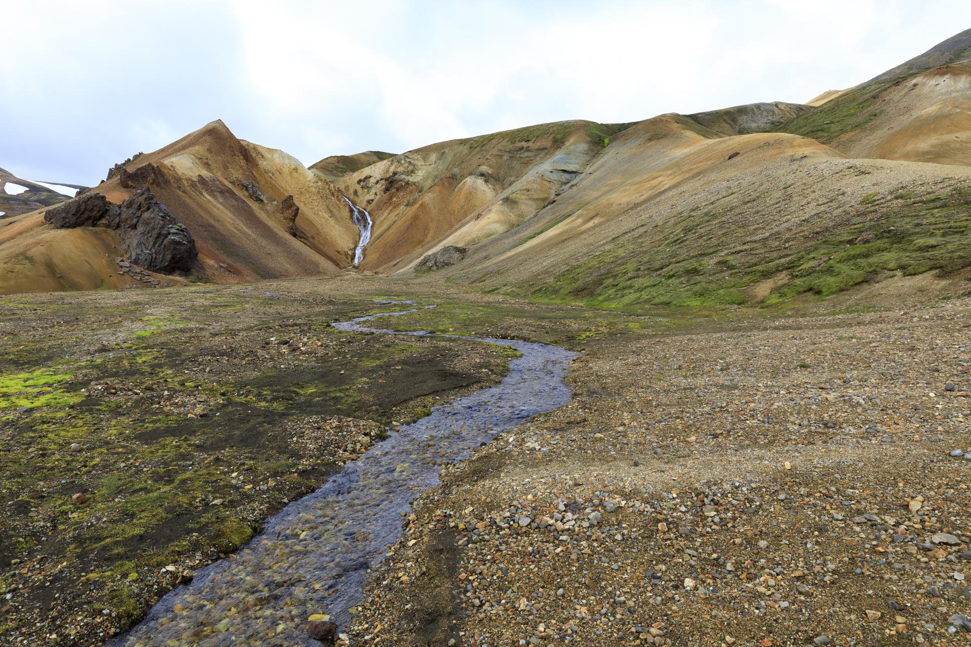 Aufstieg aus der Vondugil über den Grat am rechten Bildrand