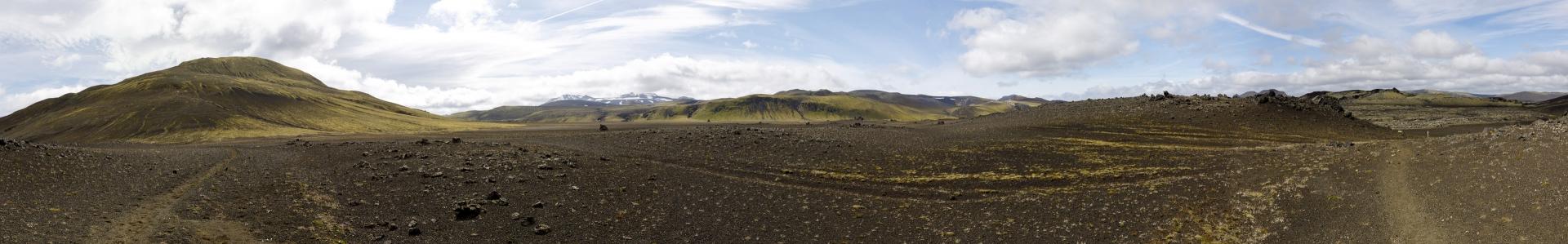 Panorama 180°: wir kommen von links und gehen rechts in Richtung des Lavafeldes Lambafitjarhraun