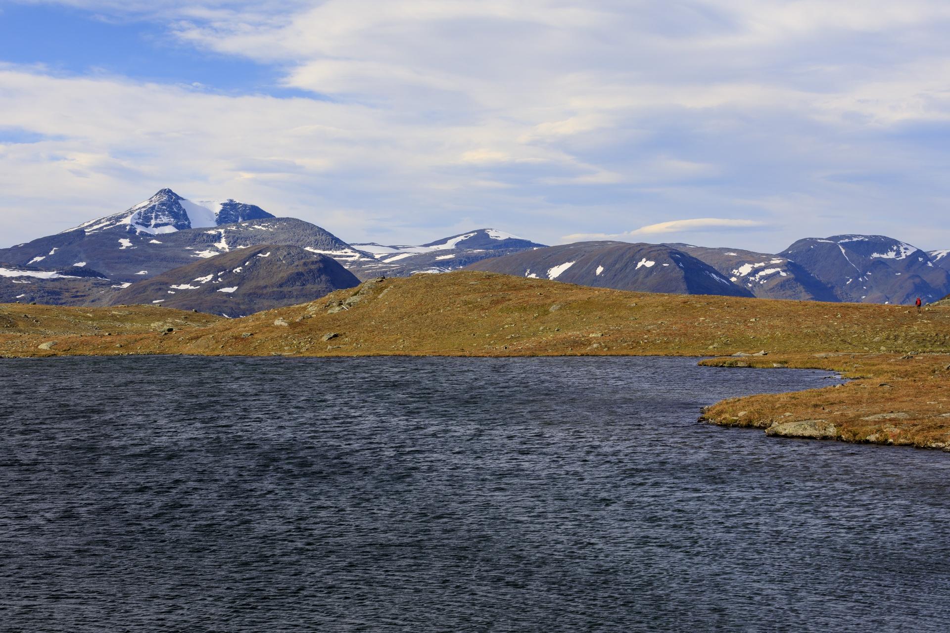 See 980 mit der Sälka-Gruppe im Hintergrund