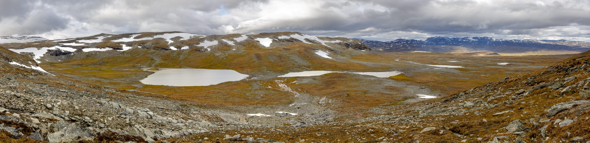 Traumhafter Ausblick vom Pass auf unseren weiteren Weg über das Plateau