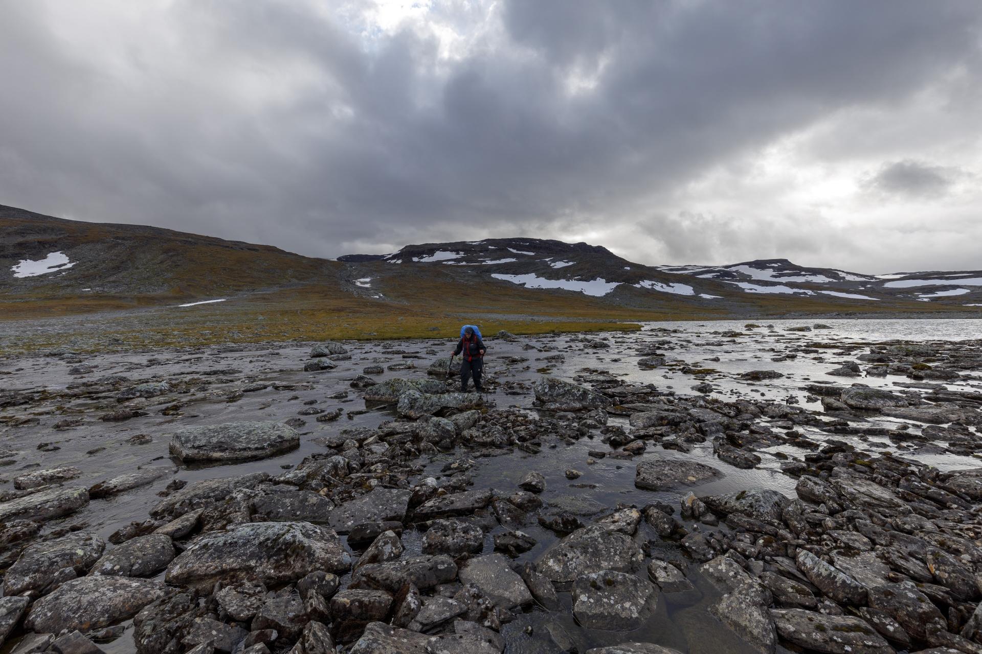 Einfache Flussquerung von Stein zu Stein