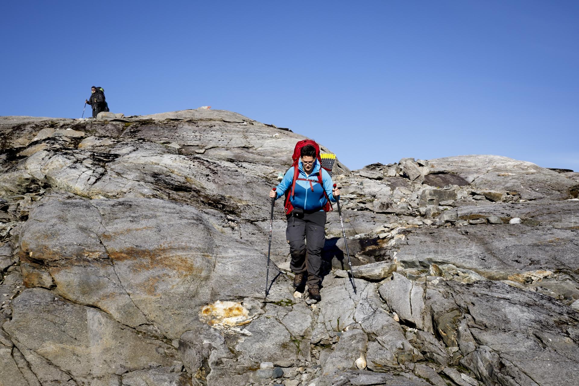Elisabeth bei einem steilen Abstieg
