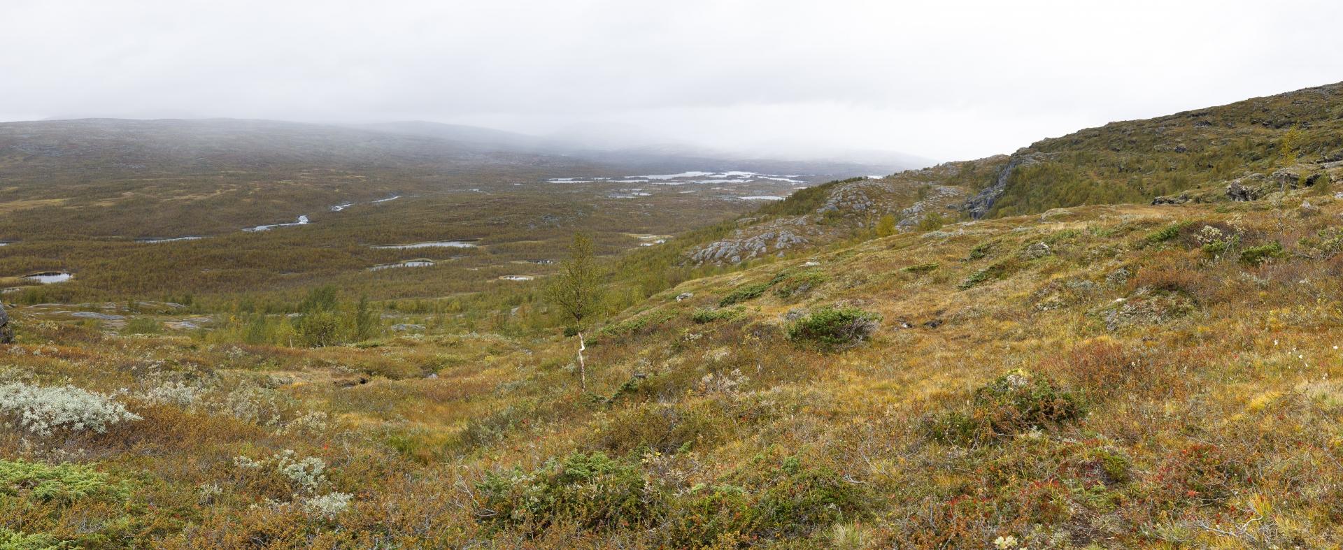 Traverse des Hanges des Skiejátjåhkkå