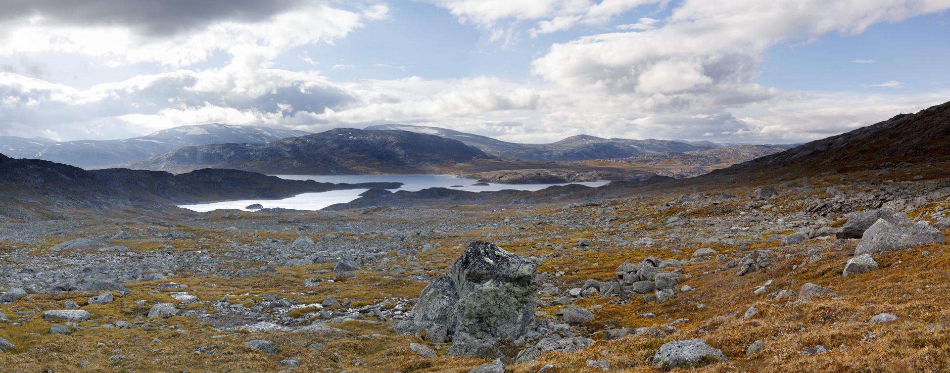 Gautelisvatnet und Gautelifjellet