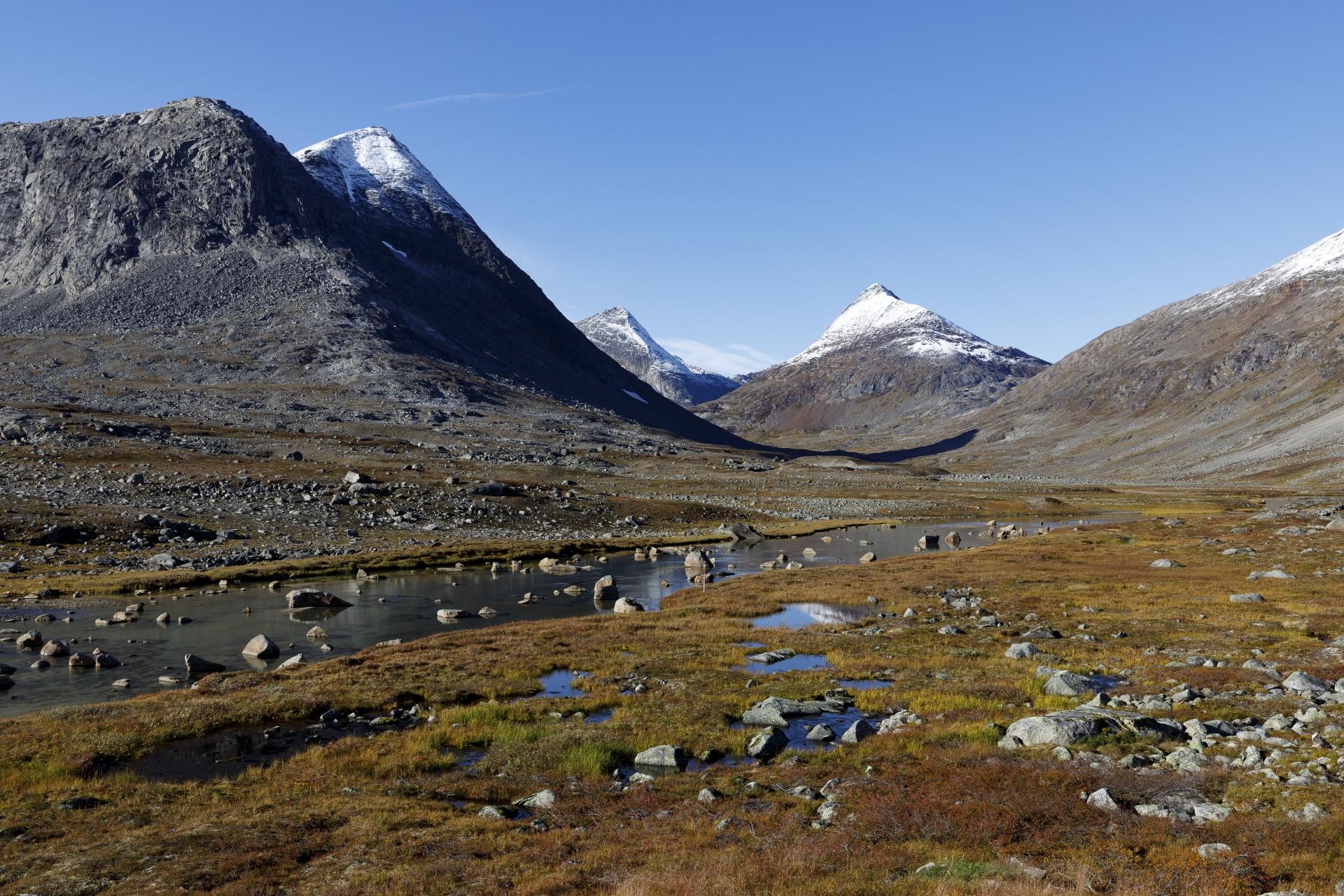 Blick in Richtung Stubblidalen/Beisfjord mit den Gipfel Gahperčohkka, Storfjellet und Vomtinden