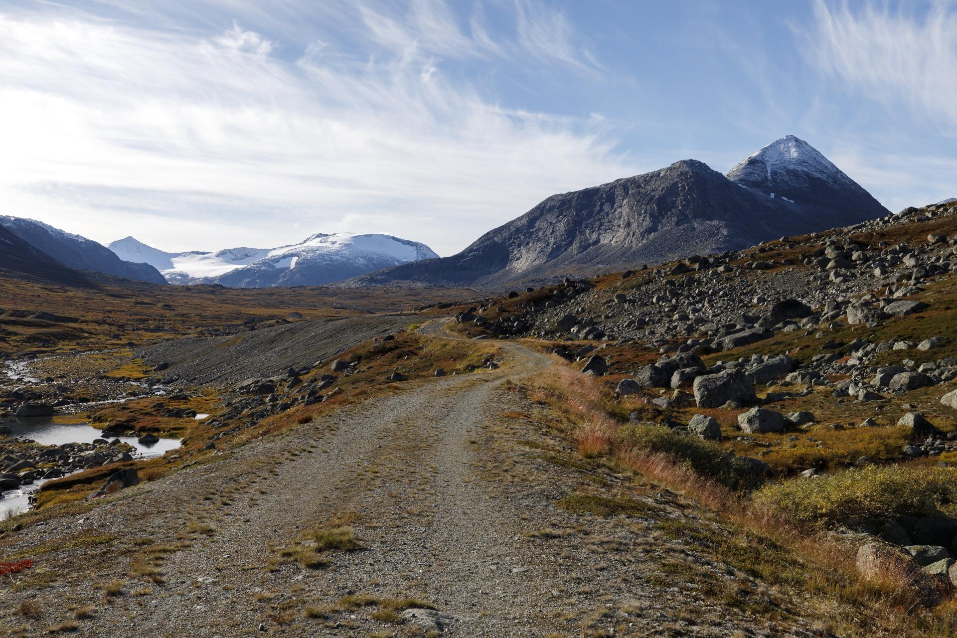 Auf dem Weg nach Katterat, Blick zurück zum Storsteinsfjellet
